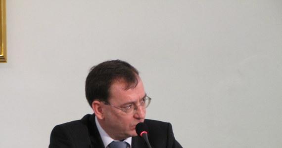 Mariusz Kamiński zeznając jako świadek przed komisją śledczą do spraw nacisków ujawnia motyw słynnego przecieku w aferze gruntowej. Były szef CBA cały czas twierdził, że źródłem przecieku był Janusz Kaczmarek. Teraz wskazuje na Ryszarda Krauzego.