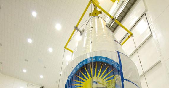 NASA wystrzeliła dziś na orbitę satelitę, którego zadaniem będzie dokładna obserwacja powierzchni Słońca. Start rakiety Atlas V z SDO na pokładzie nastąpił w centrum kosmicznym im. Kennedy'ego na Florydzie o 16:23 czasu polskiego. Satelita znalazł się na orbicie geostacjonarnej, na wysokości blisko 36 tysięcy kilometrów.