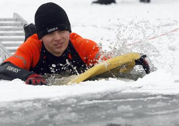 Straż Miejska na lodzie... trenuje swoje umiejętności  ratownicze