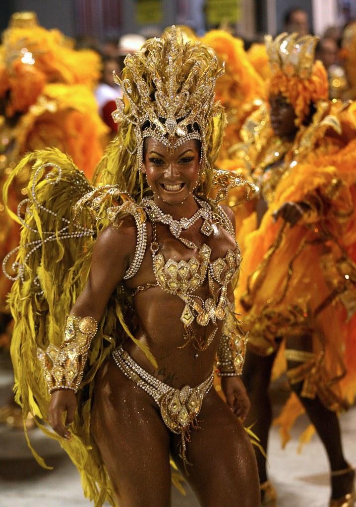 Батман и рокко большой бразильский карнавал, пизда два хуя фото крупно