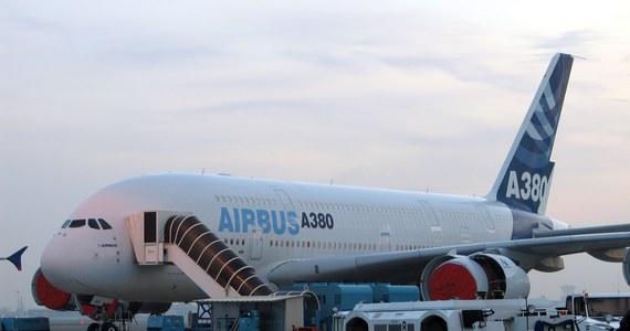Największy samolot Lufthansy Airbus A380 nie będzie nazywał się Stalingrad. Niemiecki przewoźnik skreślił tę propozycję z listy pomysłów nadesłanych przez internautów. Tylko jeden z nich wywindował tę nazwę na pierwsze miejsce w internetowym plebiscycie i rozpętała się burzliwa dyskusja.