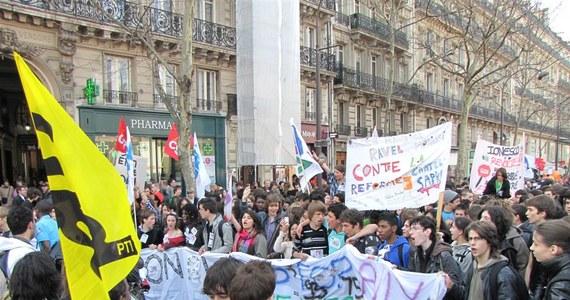 Ponad pół miliona osób - wg związkowców - protestowało przeciwko polityce prezydenta Nicolasa Sarkozy'ego we Francji. Demonstracje i wiece odbyły w ponad stu największych miastach. Strajkowali kolejarze, pracownicy komunikacji miejskiej, nauczyciele i urzędnicy.