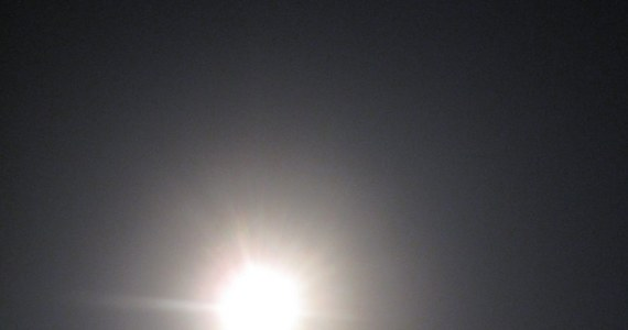 Prom Discovery w drodze na Międzynarodową Stację Kosmiczną. Nie bez problemów, bo stwierdzono uszkodzenie najważniejszej anteny. Kłopoty mogą pojawić się w chwili dokowania wahadłowca do ISS. Utrudniony może być też kontakt z Ziemią. Wczorajszy start oglądały dziesiątki tysięcy ludzi. Dlatego, że to jeden z ostatnich startów przed końcem ery wahadłowców.
