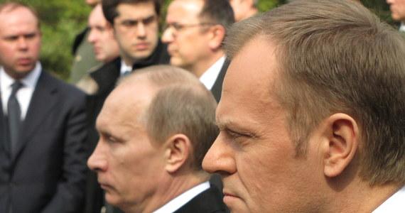 Chylimy czoła przed tymi, którzy mężnie przyjęli tutaj śmierć - powiedział Władimir Putin podczas uroczystości na polsko-rosyjskim cmentarzu w Katyniu. Premier Rosji podkreślił, że nie można schować i ukryć pamięci o zbrodniach. Szef polskiego rządu Donald Tusk zaznaczył, że prawda o Katyniu stała się mitem założycielskim wolnej Polski.