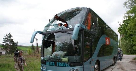 Kierowca polskiego autokaru, który w sobotę miał wypadek w miejscowości Dobra Niva pod węgierską granicą, nie zachował bezpiecznej odległości od jadącego przed nim samochodu. Jak dowiedział się reporter RMF FM Maciej Pałahicki, takie są wstępne ustalenia słowackiej policji. W wypadku ranne zostały 34 osoby.