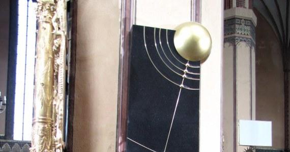 We fromborskiej bazylice odbył się powtórny pochówek wielkiego astronoma. Mikołaj Kopernik spędził we Fromborku ponad 30 lat swojego życia.