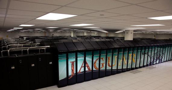 """Po raz pierwszy w historii komputer z Chin znalazł się w pierwszej """"10"""" rankingu 500 superkomputerów. Co więcej, maszyna o nazwie Nebulae, uplasowała się na drugim miejscu. Fotel lidera zajmuje Jaguar ze Stanów Zjednoczonych. Wśród najpotężniejszych komputerów znalazło się pięć z Polski."""