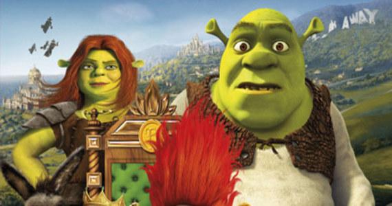 12 milionów kubków z bohaterami najnowszego filmu ze Shrekiem jest wycofywane ze sklepów w USA - informuje korespondent RMF FM Paweł Żuchowski. Jak się okazało, picie z takich kubków mogło się źle skończyć, gdyż zostały one pomalowane farbą, która zawiera trujący kadm.