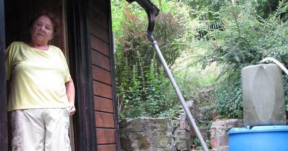 Właściciele domków letniskowych zniszczonych przez osuwisko na górze Żar w Międzybrodziu Bialskim walczą o odszkodowania. Założyli stowarzyszenie i domagają się pieniędzy od gminy. Od majowej powodzi minęły prawie trzy miesiące, a właściciele nie dostali jeszcze ani złotówki.