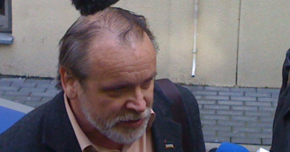Ahmed Zakajew został zatrzymany przez policję i dowieziony do warszawskiej prokuratury. Wcześniej premier rządu Czeczenii na uchodźstwie zapowiadał, że sam zgłosi się do śledczych. Honorowy konsul Czeczeńskiej Republiki Iczkerii Adam Borowski stwierdził, że była w tej sprawie umowa z prokuraturą. Ta jednak zaprzeczyła.
