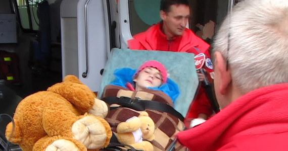 Prawdopodobnie w poniedziałek 10-letnia Karina, która przez niemal tydzień sama błąkała się po lesie, rozpocznie terapię w komorze hiperbarycznej. Dziewczynka przebywa na oddziale chirurgii dziecięcej szpitala PCK w Gdyni. Na leczenie tlenem będzie dowożona do Centrum Medycyny Hiperbarycznej oddalonego o kilkaset metrów.