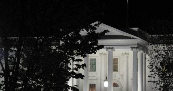 Na kilka dni przed Halloween, najbardziej znanym amerykańskim świętem, ożywają wszystkie mroczne historie. Wiele z nich dotyczy również Białego Domu, w którym podobno straszy duch Abrahama Lincolna.