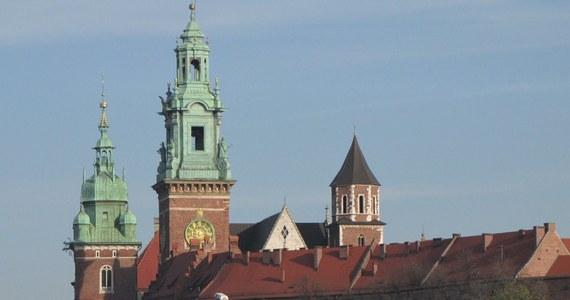 Aż trzy małopolskie miasta Kraków, Tarnów i Zakopane toczą historyczny spór o to, które jako pierwsze ogłosiło niepodległość w 1918 roku. Zakopane uważa, że stało się wolne już 30 października, Tarnów niepodległość miał odzyskać o godz. 7:30 31 października, na ten sam dzień wskazuje Kraków.