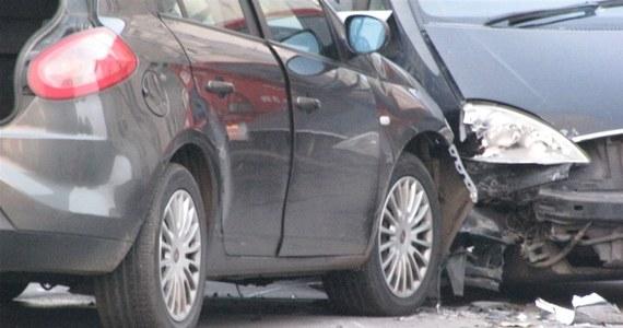 Najprawdopodobniej w poniedziałek zostanie przesłuchany mężczyzna, który został zatrzymany po strzelaninie w Gdańsku. Podczas obławy policjanci śmiertelnie postrzelili jednego z trzech złodziei samochodów. W czasie akcji ciężko rannych zostało dwóch funkcjonariuszy i drugi bandyta. Trzeci uciekł. Życie policjantów nie jest zagrożone.