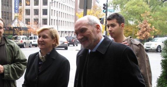 Anna Fotyga i Antoni Macierewicz spotkali się z republikańskim kongresmanem z Kalifornii Daną Rohrabacherem. Była minister spraw zagranicznych i poseł PiS przebywają z wizytą w Waszyngtonie w związku z katastrofą pod Smoleńskiem.