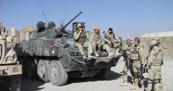 Trzech polskich żołnierzy w Afganistanie zostało rannych w wyniku eksplozji przydrożnego ładunku wybuchowego; ich życiu nie zagraża niebezpieczeństwo.