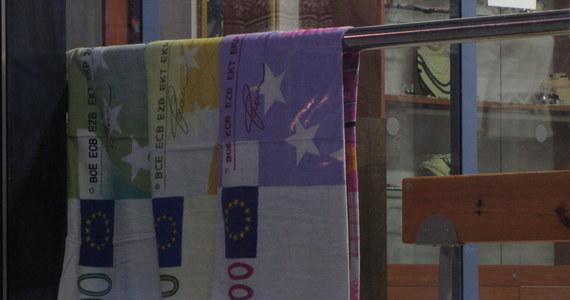 Dziś o północy Estonia przyjmie euro. Będzie 17 krajem korzystającym ze wspólnej europejskiej waluty, ale za to pierwszym z krajów byłego ZSRR. Jak wynika z ostatniego sondażu wprowadzenie euro popiera połowa Estończyków. Przeciw jest około 40 procent.