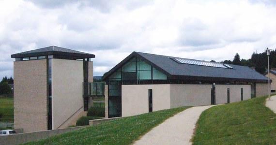 Muzeum Chiraca jest najbardziej deficytowym muzeum we Francji. Obliczono, że placówka założona dla upamiętnienia byłego prezydenta traci blisko 1,5 miliona euro rocznie. Do wejściówki każdego z nielicznych zwiedzających podatnicy muszą dopłacać aż 30 euro.