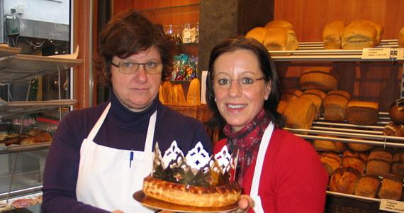 Belgijskie dzieci zastanawiają się, kto zostanie dzisiaj królem? Żeby się tego dowiedzieć, każda belgijska rodzina zasiada przy stole z marcepanowym ciastem, w którym ukryta jest porcelanowa figurka Jezusa.
