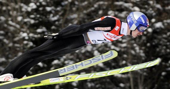 Adam Małysz skokiem na odległość 103,5 m wygrał trzecią serię treningową przed sobotnim konkursem narciarskich mistrzostw świata w Oslo na obiekcie K-95. Polak najlepszy był także w pierwszej serii. Druga padła łupem Fina Mattiego Hautamaekiego.