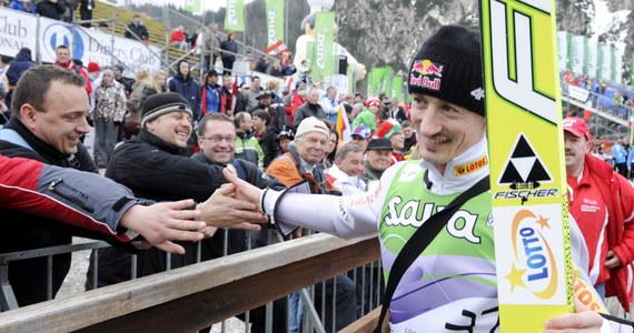 Polacy zajęli czwarte miejsce w konkursie drużynowym Pucharu Świata w skokach narciarskich w słoweńskiej Planicy. Z ogromną przewagą wygrali Austriacy przed Norwegami i Słoweńcami.