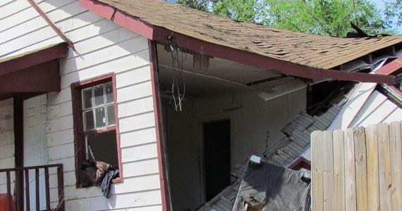 Szeroki na kilkaset metrów pas zniszczeń przechodzący przez środek ponad 400-tysięcznego miasta. To efekt potężnego tornada, które przetoczyło się przez Raleigh w Karolinie Północnej - miejscowość, w której jest korespondent RMF FM. Dwa dni po tym, jak kilka rejonów USA według meteorologów nawiedziło w sumie ponad 230 tornad, ludzie, którzy uciekli przed żywiołem wracają do swoich domów. Często nie mają do czego.