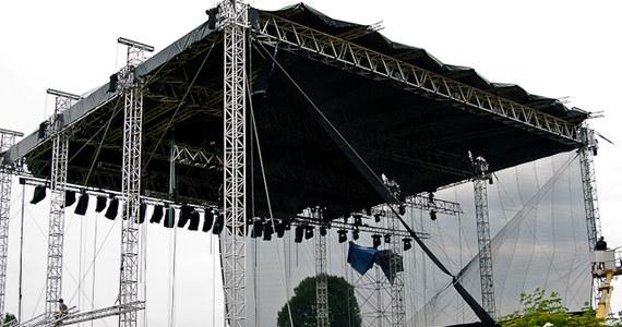 O godz. 17 w Oświęcimiu rozpoczął się drugi dzień Life Festiwal Oświęcim 2011. Z rynku starego miasta płynie muzyka świata. Pomysłodawcą festiwalu dla pokoju jest dziennikarz RMF FM Darek Maciborek.