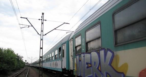 Setki wagonów I i II klasy w całym kraju nadal oczekują na przeglądy okresowe. Choć mogłyby w wakacje wozić pasażerów, to nie zrobią nawet jednego kilometra.