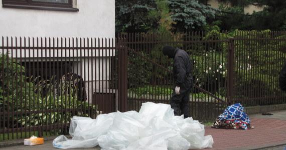 Komendant wojewódzki małopolskiej policji wyznaczył nagrodę w wysokości 20 tysięcy złotych za informację o tym, kto podłożył ładunki wybuchowe w domach jednorodzinnych w Krakowie - dowiedzieli się reporterzy RMF FM.  W dwóch porannych eksplozjach w okolicach Góry Borkowskiej ranne zostały trzy osoby - w tym jedna ciężko.