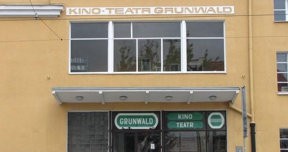 Przez 80 lat budynek Kinoteatru służył mieszkańcom również jako biblioteka, miejsce spotkań i organizacji wesel czy przyjęć. Dziś idzie pod młotek. Będące właścicielem obiektu wojsko przekazuje go Agencji Mienia Wojskowego na sprzedaż.
