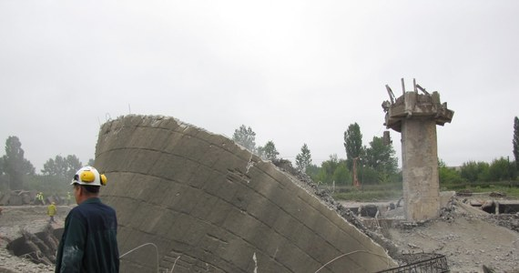 Potężna eksplozja wstrząsnęła Lublinem. Saperzy wysadzili 60-metrowy komin w elektrociepłowni w dawnej fabryce samochodów ciężarowych. Tam, gdzie niegdyś produkowano słynne żuki. Cała operacja potrwała kilkanaście sekund. Do wywiezienia jest 2,5 tysiąca ton gruzu.