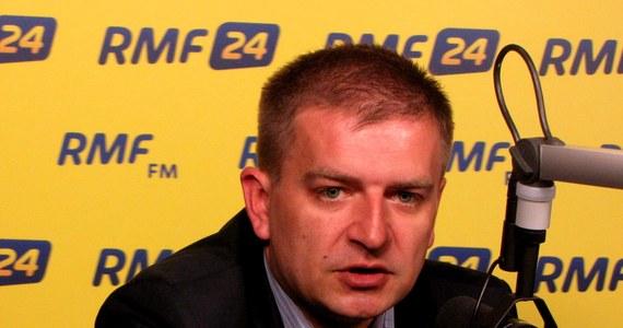 """""""Znam Napieralskiego dobrze i długo, i myślę, że w przyszłym parlamencie negocjacji prowadzić nie będziemy"""" - mówi w Kontrwywiadzie RMF FM Bartosz Arłukowicz. """"Polityczne targi i ekscesy mamy za sobą, musimy wygrać tak, by po wyborach nie musieć prowadzić trudnych negocjacji"""" - dodaje."""