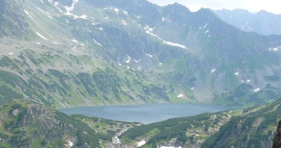 Nieszczęśliwy wypadek w górach - to najbardziej prawdopodobna przyczyna śmierci 24-latki. Ciało dziewczyny znaleziono we wrześniu ubiegłego roku w Tatrach. Biegli wykluczyli zabójstwo. Wciąż trwa śledztwo w sprawie nieprawidłowości przy poszukiwaniach turystki.