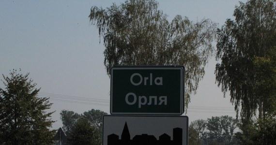 W gminie Orla zaczęło się stawianie dwujęzycznych, polsko-białoruskich tablic z nazwami miejscowości. W samej Orli takie tablice już stoją, w pozostałych 24 miejscowościach na terenie gminy pojawią się do 10 października. Władz nie zniechęciły akty wandalizmu, do jakich dochodziło ostatnio na Podlasiu.