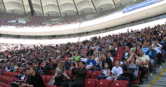 140 tysięcy osób odwiedziło w niedzielę Stadion Narodowy w Warszawie podczas dnia otwartego. Główną atrakcją był pokaz zamykania dachu. Reprezentacyjny obiekt na Euro 2012 był otwarty dla zwiedzających od godz. 10 do 20.