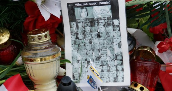 Śledztwo w sprawie katastrofy smoleńskiej prowadzone przez warszawską wojskową prokuraturę okręgową zostało przedłużone o kolejne sześć miesięcy, do 10 kwietnia 2012 roku - poinformowała Naczelna Prokuratura Wojskowa.