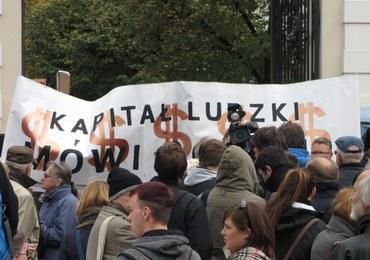 """Ulicami Warszawy przeszedł """"Marsz Oburzonych"""""""