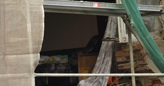 Dziewięć rodzin z Nowej Rudy będzie musiało najprawdopodobniej przenieść się do nowych mieszkań. Ich kamienica, od której odpadła zewnętrzna ściana nośna, przez kilka najbliższych tygodni nie będzie nadawała się do użytku.