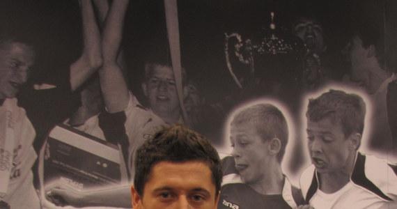 Robert Lewandowski, napastnik reprezentacji Polski strzelił w drużynie narodowej trzynaście bramek i ma nadzieję, że szybko zdobędzie czternastą, a potem kolejne. Z piłkarzem Borussi Dortmund i ambasadorem turnieju Coca Cola Cup rozmawiał Patryk Serwański.