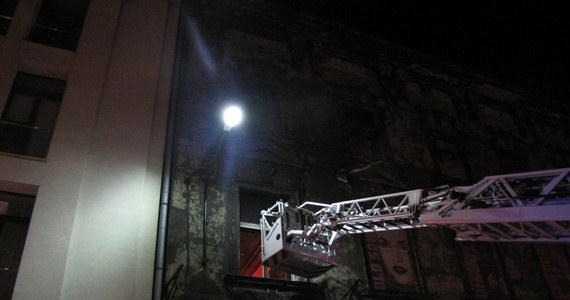 11 osób trafiło do szpitala po tym, jak w kamienicy przy ul. Wielopole w Krakowie pod ciężarem ludzi zawaliły się betonowe schody. W kamienicy znajdują się trzy popularne kluby: Kitsch, Caryca i Łubu Dubu. Informację o katastrofie budowlanej dostaliśmy na Gorącą Linię RMF FM.