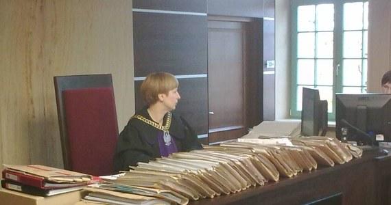 Pierwsza z kobiet, oskarżających byłego prezydenta OIsztyna Czesława Małkowskiego będzie dziś zeznawać w sądzie. Przed sądem rejonowym w Ostródzie rozpoczęła się druga rozprawa w procesie eksprezydenta, oskarżonego o gwałt na urzędniczce i przestępstwa seksualne wobec trzech innych kobiet.