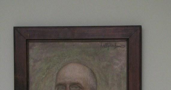 W Muzeum Narodowym po raz pierwszy pokazano publicznie nieznane dotąd dzieło Leona Wyczółkowskiego. Jest to portret znanego matematyka Brunona Abakanowicza, który przez lata mieszkał w Paryżu. Obraz w jednym z francuskich domów odnalazło małżeństwo Śniadowerów. Odkupili go i przekazali do Muzeum Narodowego, gdzie nikt nie spodziewał się istnienia takiego dzieła.