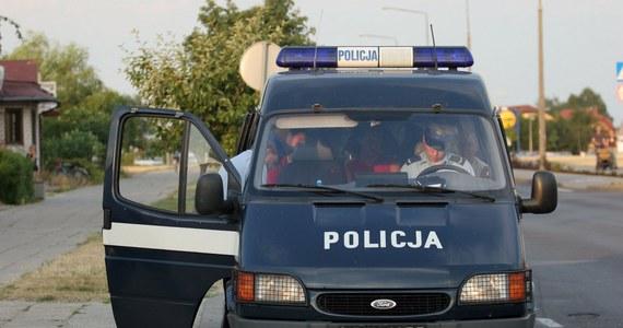 """44 punkty karne dostał kierowca, którego po pościgu zatrzymali policjanci radomskiej """"drogówki"""". Samochodem kierował 27-letni mieszkaniec Radomia, który nie chciał się zatrzymać do kontroli. Jak się okazało, już wcześniej nazbierał kilkanaście punktów."""