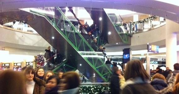 Na tydzień przed Bożym Narodzeniem galerie handlowe pełne są kupujących. Ekonomiści prognozowali, że statystyczna polska rodzina wyda na świąteczne zakupy i prezenty prawie 2 tysiące złotych. My sprawdziliśmy, ile planują wydać mieszkańcy Warszawy.