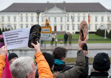 """Pokazać Wulffowi but - Shoe for you, Mr. President!"""