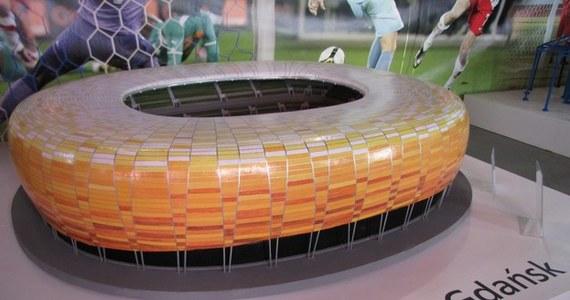 Mieszkańcy Łodzi mogą od dzisiaj zwiedzać wystawę miniatur stadionów zbudowanych na tegoroczne piłkarskie mistrzostwa Europy. Na powierzchni ponad 200 metrów kwadratowych w Centrum Nauki Experymentarium na terenie łódzkiej Manufaktury można oglądać osiem obiektów odtworzonych w skali 1:100.