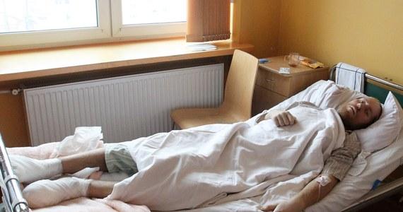 Zakopiański szpital wystąpi do MON o sfinansowanie leczenia Włodzimierza N., byłego żołnierza odnalezionego w Tatrach - dowiedział się nieoficjalnie reporter RMF FM. Pacjent prawdopodobnie nie jest ubezpieczony, a koszty leczenia już wynoszą kilka tysięcy złotych. Mężczyzna jeszcze dziś trafi na leczenie do Warszawy.