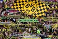 Autokar Borussii Dortmund obrzucony kamieniami