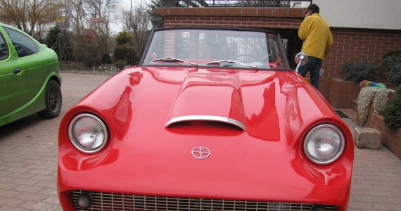 W Lublinie powstała replika Syreny Sport - samochodu, który nigdy nie trafił na linię produkcyjną. Czerwony kabriolet powstał głównie na podstawie zdjęć oryginału. Pod koniec kwietnia zostanie oficjalnie zaprezentowany. Wy możecie zobaczyć go już teraz.