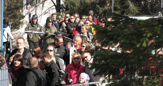W kalendarzu wiosna, a w Tatrach wciąż prawie dwa metry śniegu. Idealne warunki przyciągnęły do Zakopanego tłumy turystów. W ten weekend oprócz dobrej pogody czeka na nich kilka ciekawych imprez.